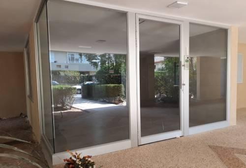 החלפת דלת כניסה לבניין